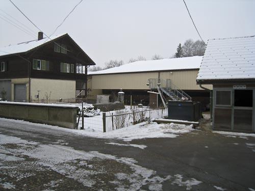 www.ponys.ch Halle von aussen